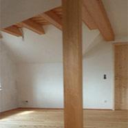 Holzfußboden und Holzdecke