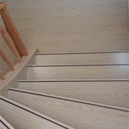 renovierte Holztreppe